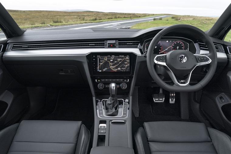 Volkswagen Passat R Line interior