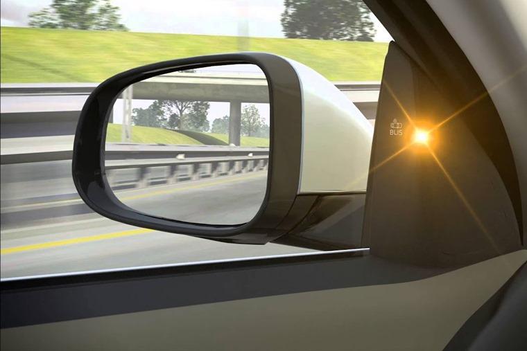 Volvo S80 revealed blind spot warning system in 2006