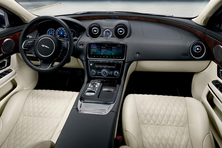Jaguar XJ50 interior